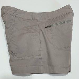 Merrill 6 gray shorts zipper pockets